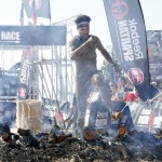 Pitufollow superando la hoguera final de Spartan Race