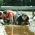 Alfonso Serna supera un obstáculo en Mud Day