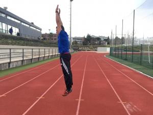 Jorge Rey haciendo ejercicios de burpees.