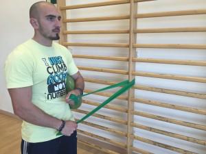 Ejercicio de hombro: rotación interna paso 1