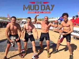 Jorge Rey y su equipo celebrando en triunfo en la Mud Day de Toledo 2015