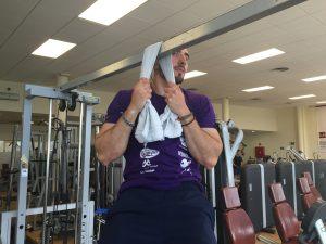 Javier Salas entrenador mejorando su fuerza de agarre