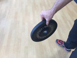 Jorge Rey mejora su fuerza de agarre con este ejercicio en pinza con un disco